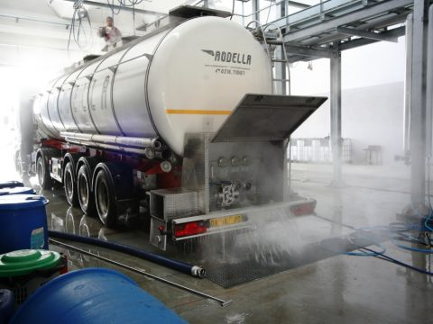 Foodstuff tanker cleaning operation
